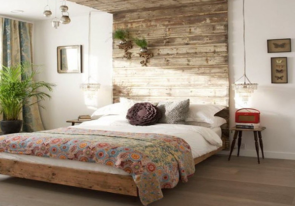 The design of the bedroom is very simple